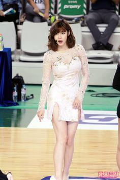 ( *`ω´) ιf you dᎾℕ't lιkє Ꮗhat you sєє❤, plєᎯsє bє kιnd Ꭿℕd just movє ᎯlᎾng. My Shy Boss, Hyosung Secret, Asian Celebrities, Seong, Stage Outfits, Art Girl, Korean Girl, Kpop Girls, Asian Beauty