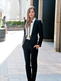 Gold Chain 25 Stylish Work Outfit Ideas - Every woman wants to look stylish 24 hours at day. Looking stylish at the office is great challenge. Choosing the right outfit for work can be hard. Office Attire, Work Attire, Office Wear, Office Outfits, Outfit Work, Edgy Work Outfits, Smart Attire, Casual Outfits, Casual Attire
