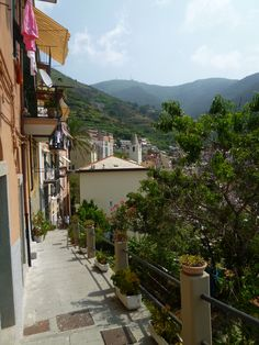 Riomaggiore, Liguria Italia (Luglio) Riomaggiore, Sidewalk, Italia, Side Walkway, Walkway, Walkways, Pavement