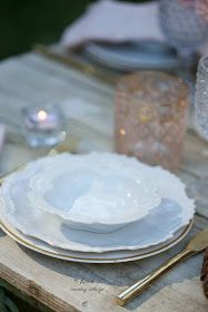 3 tips on how to style a simple summer table - Every year when summer arrives with it's hot sunshine filled days and warm summer nights out under the stars. I start thinkin. French Country Cottage, French Country Decorating, Shabby Chic Style, French Style, Northern California, Tablescapes, Table Settings, Plates, Simple