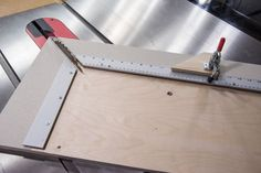 Picture frame table - Old wood Projects Picture Frames 手作りフォトフレームの参考 Table Saw Sled, Table Saw Jigs, A Table, Picture Frame Table, Large Picture Frames, Luge, Woodworking Joints, Woodworking Projects, Grand Cadre Photo