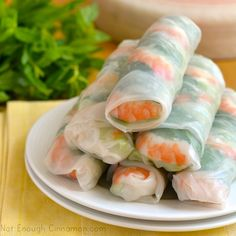 Spring Rolls - Great for a light summer meal and they are SUPER tasty. You can also add/subtract/substitute any of the ingredients! How to make Spring Rolls - Step by Step Recipe Vietnamese Recipes, Asian Recipes, Healthy Recipes, Vietnamese Food, Vietnamese Salad Rolls, Vietnamese Fresh Spring Rolls, Comidas Light, Light Summer Meals, Comida India