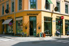 Kaffebrenneriet is one of those laid back coffee places where you can meet your friends and easily hang the whole day. With outside seating for a sunny day. Outside Seating, Coffee Places, Sunny Days, The Outsiders, Street View, Tours, Canning, Friends, Modern