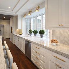 Home Decor Kitchen, Diy Kitchen, Home Kitchens, Kitchen Design, Kitchen Ideas, 10x10 Kitchen, Shaker Kitchen, Awesome Kitchen, Ikea Kitchens