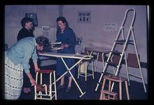 Komgronden, 1957  BeschrijvingDe keukenhoek van de tentoonstelling in het Nutsgebouw in Buren. 21-5-1957 Foto's (Gelders Archief)