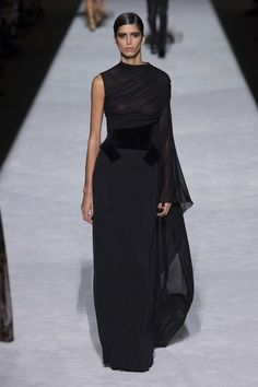 Tom Ford Spring 2019 Ready-to-Wear Collection - Vogue Gasa y terciopelo Source by mariabelensg dresses summer Style Haute Couture, Couture Fashion, Runway Fashion, Fashion Outfits, Fashion Ideas, Fashion Styles, Tom Ford, Rock Dress, Dress Up