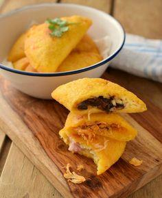Empanadas Recipe - Useful Articles Empanadas Recipe Dough, Peru, Cornmeal Recipes, Traditional Mexican Dishes, Venezuelan Food, Healthy Snacks, Healthy Recipes, I Chef, Quesadilla Recipes