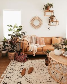 Home Interior Salas .Home Interior Salas Boho Living Room, Home And Living, Earthy Living Room, Tan Sofa Living Room Ideas, Living Room With Plants, Living Room Vintage, Cozy Eclectic Living Room, Natural Living Room Sofas, Living Room Decor Natural Colours