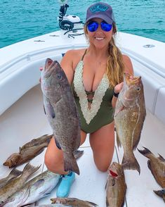 Fishing Girls, Sea Fishing, Gone Fishing, Saltwater Fishing, Bass Fishing, Special Of The Day, Deep Blue Sea, Girl With Hat, Hunting