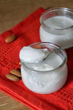 """""""Lait"""" d'amandes et crème à la noix de coco"""