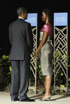 Side view of Michelle Obama's dress at APEC dinner.