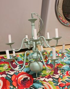 Found an old brass chandelier? Want to bring your current chandelier back to life? Learn How to Paint a Chandelier with this tutorial and illuminate your dining room or any bedroom with a DIY lighting project you absolutely love. This is a cheap and Spray Painted Chandelier, Brass Chandelier Makeover, Solar Chandelier, Chandelier Planter, Chandelier Ideas, Chandeliers, Painted Furniture, Diy Furniture, Light Project