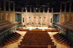 Acustica arquitectónica es el estudio del control de sonido en espacios abiertos o cerrados.