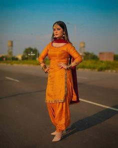 Salwar Dress, Punjabi Salwar Suits, Patiala Salwar, Shalwar Kameez, Dress Indian Style, Indian Wear, Indian Outfits, Punjabi Suit Neck Designs, Patiala Suit Designs