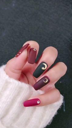 Frosted nail art idea, star🌟 and moon🌙 decorated nail red Cute Pink Nails, Red Nails, Swag Nails, Hair And Nails, Grunge Nails, Nail Art Designs Videos, Pink Nail Designs, Nail Art Videos, Halloween Acrylic Nails