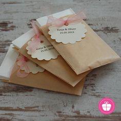 Freudentränen-Taschentücher personalisiert mit Ihrem Hochzeitsdatum! Ein individuelles Detail z.B. für den Sitzplatz in der Kirche. Dies ist...