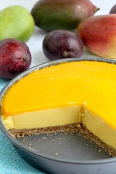 Mango ice-cream pie - I'd make this without the crust! Mango Pie, Mango Ice Cream, Mango Cheesecake, Mango Mousse Cake, Pie Dessert, Eat Dessert First, Dessert Recipes, Cake Recipes, Ice Cream Pies