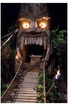 Backyard Party Decorations, Diy Halloween Decorations, Outdoor Halloween, Halloween Diy, Tiki Hut, Tiki Tiki, Tiki Bar Decor, Tiki Lounge, Tiki Party