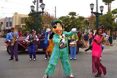Disneyland Diva: Five & Dime - 1920's and 1930's music in Carthay Circle