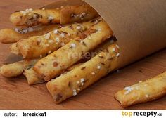 Škvarkové tyčinky recept - TopRecepty.cz New Recipes, Cooking Recipes, Healthy Recipes, Tasty, Yummy Food, Food 52, Desert Recipes, Hot Dog Buns, Finger Foods