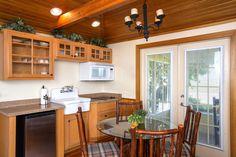 Cottage kitchen at 'Tween Waters Inn