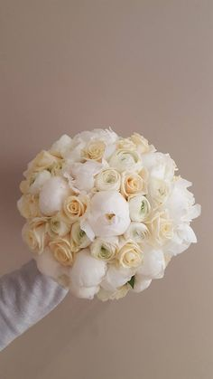 Wedding bouquet - white peony rose - rannunculus cream - cream avalanche rose - #weddingbouquet #weddingflowers #weddingni