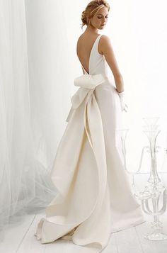 Wedding Styles The bustle - can I have this dress with long sleeves? Le Spose Di Gio wedding dress - Here are some of our fave wedding dresses, each with their own unique take on this trend. Dresses Elegant, Cute Dresses, Formal Dresses, Bow Dresses, Dress Suits, Yes To The Dress, Dress With Bow, White Dress, Wedding Dress Styles