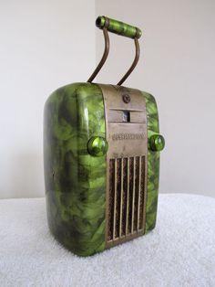 Vintage 1947 antique streamlined Art Deco bakelite radio...  It sold for $212.00 on EBay