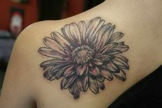 Awesome black-and-white daisy flower tattoo on back - Tattooimages.biz