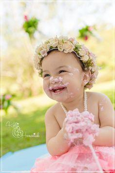 Kelli Homeniuk, Curitiba, Especializada, Smash The Fruit, bebê, Smash the Cake, Smash The Cake, Rosa, ensaio, pré aniversário, coroa, menina, passarinhos, cores bebê, edição, diferente, qualidade, big cupcake, cake smash, bolo, candy, azul e rosa, especial, bolo diferente, profissional, banho pós smash, clean up, splash, banheirinha, diversão, flores no fundo (41) 9729-6585 www.kellihomeniuk.com.br www.facebook.com/fotografiaskellihomeniuk