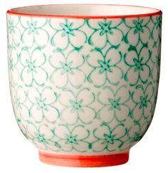 Bloomingville - Emma kop i grøn uden hank fra HjemmeLiv.dk God størrelse til en kop kaffe eller te. Koppen har det fineste grønne blomster mønster med rød kant. Mix og match med de andre dele i Emma stellet og lav dit helt eget personlige stel.