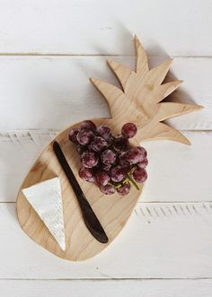 DIY Pineapple Cutting Board Tutorial