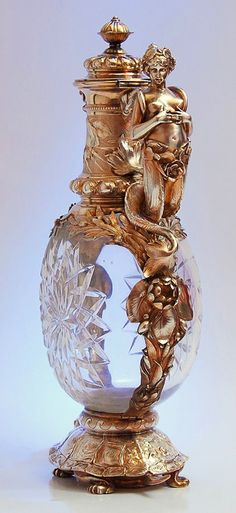 Tendance parfums Spectacula Art Nouveau Perfume Bottle To shine like a Goddess. Decadence Keka❤❤❤ Discovred By: mchemlel Antique Perfume Bottles, Vintage Perfume Bottles, Art Nouveau, Art Deco, Perfumes Vintage, Beautiful Perfume, Antique Glass, Antique China, Antique Silver