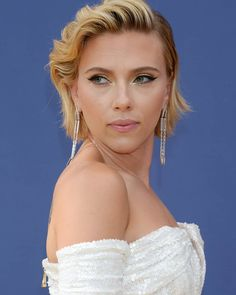 Scarlett Johansson at the Emmy Awards (x-post /r/CelebShoulders) Scarlett Johansson, Beautiful Actresses, Actors & Actresses, Black Widow Scarlett, Natasha Romanoff, Cute Beauty, Hollywood Walk Of Fame, Celebs, Celebrities