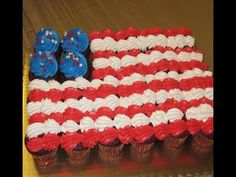 Woodland Bakery's Video: How to Make a 4th of July Cupcake Cake | DIY Cupcake Decorating Idea