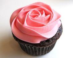 Cupcakes decorados com rosas