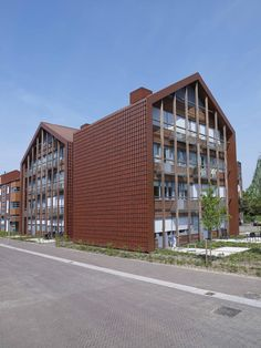Residential care building 'De Remise' in Doetinchem, Netherlands. Clay Roof Tiles, Netherlands, Garage Doors, Facades, Architecture, Building, Outdoor Decor, Modern, Envelope