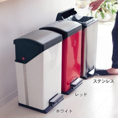 見た目はもちろん、静かに閉まるところもクール。 Garbage Can, Household Chores, Trash Bins, Kitchen Pantry, Clean House, Cool Designs, Sweet Home, Cleaning, Storage