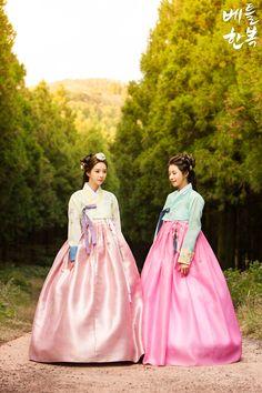 Korean traditional clothes.(한복) #hanbok #modern #풍경 #korean #trip #snap #dress #lady #design #spring #korean #여자한복 #전통한복 #한복스냅 #한복여행 #친구 #friend #베틀한복 #한복대여점 #하객한복 #신부한복 #새신부한복 #한복디자인 #디자인 #전통의상 #대한민국