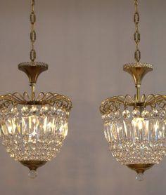 Cool Au ergew hnliche Tischlampe mit Holzfu Die Lampe ist neu gefertigt und besitzt einen schwenkbaren dunkelvioletten Leinenschirm