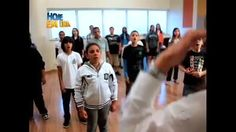 Projeto ensina música para crianças de comunidade carente de São Paulo - Vídeos - R7