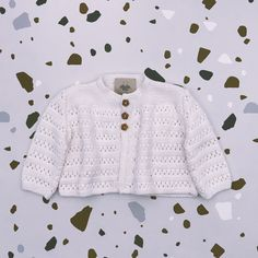 Vintage style inspired Christening cardigan handknitted of Van Beren Organic Cotton Yarn for baby girls and boys in ajour pattern. Cotton Plant, Organic Cotton Yarn, Outfit For Christening, Vintage Style, Vintage Fashion, Natural Clothing, Baby Girls, Babys, Hand Knitting