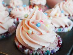 Brioșe cu zmeură/ Raspberry cupcakes Raspberry Cupcakes, Muffins, Deserts, Sweet, Food, Postres, Essen, Muffin, Dessert