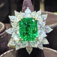 Colombian emerald white diamond ring
