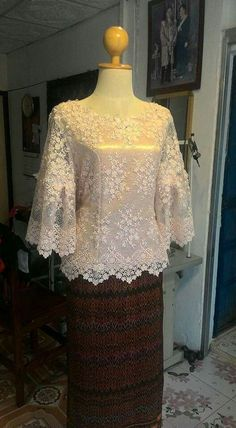 Super dress brokat putih 15 Ideas Source by brokat Kebaya Lace, Kebaya Hijab, Batik Kebaya, Kebaya Dress, Kebaya Muslim, Batik Dress, Dress Brokat Modern, Kebaya Modern Dress, Model Kebaya Modern