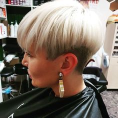 Straight-Pixie-Hair Short Straight Hairstyles 2019 - All Hair Styles Short Brown Hair, Short Straight Hair, Short Blonde, Short Hair Cuts, Short Hair Styles, Short Pixie Haircuts, Short Bob Hairstyles, Hairstyles With Bangs, Wedding Hairstyles