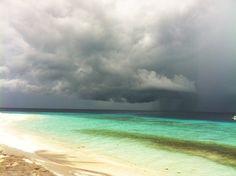Fihalhohi °Ich liebe die Regenzeit, wenig Leute, wunderschöne Himmelsstimmungen  °I love the rainy season, few people, beautiful heavenly moods Clouds, Beach, Water, People, Outdoor, Beautiful, Rainy Season, Snorkeling, Maldives