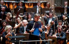 Dirigent Esa-Pekka Salonen auf der Bühne. Foto: Kai Bienert / Berliner Festspiele