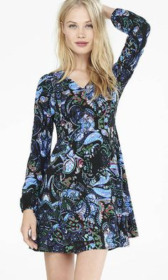 A knockout paisley print with a deep v-neck collar and flattering fit. So 70s.