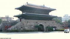 Puerta Dongdaemun, en Seúl.